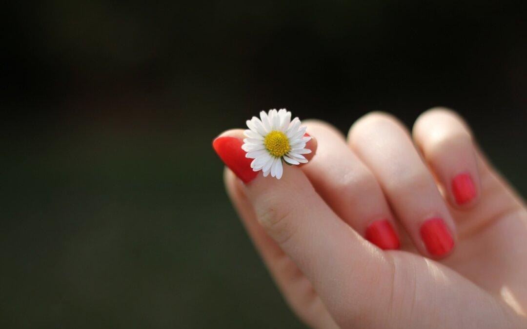 Jak dbać o dłonie, skórki, paznokcie?