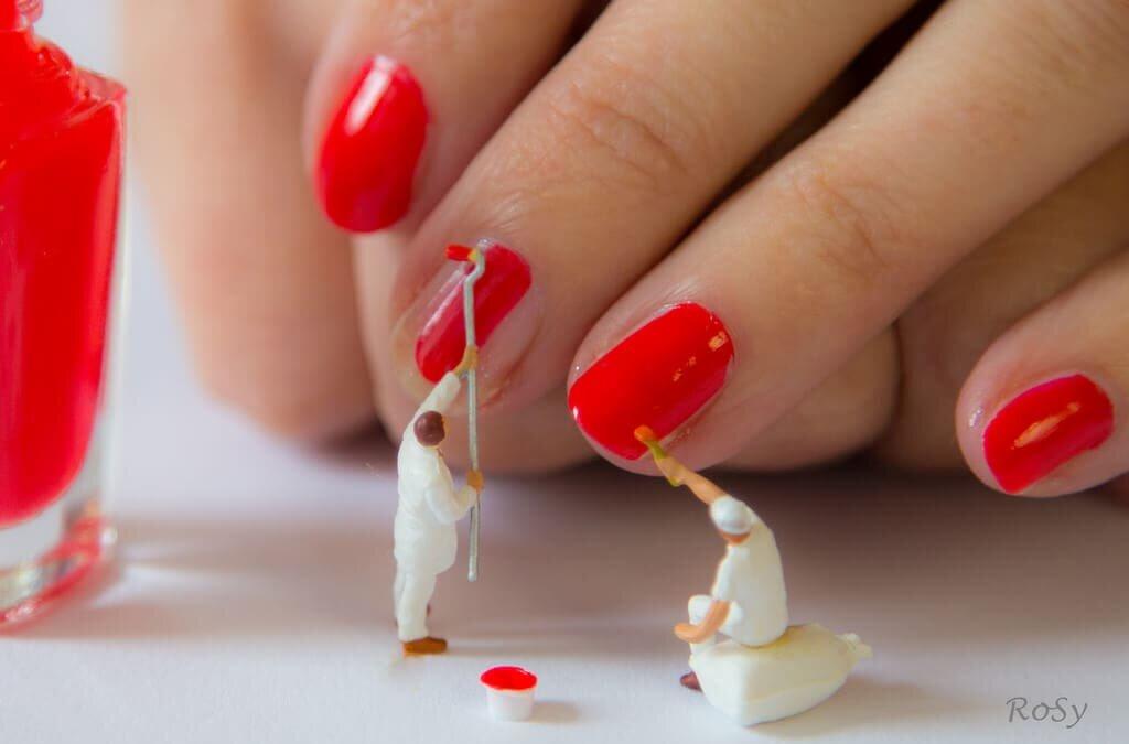 Paznokcie – jak dbać o skórki?
