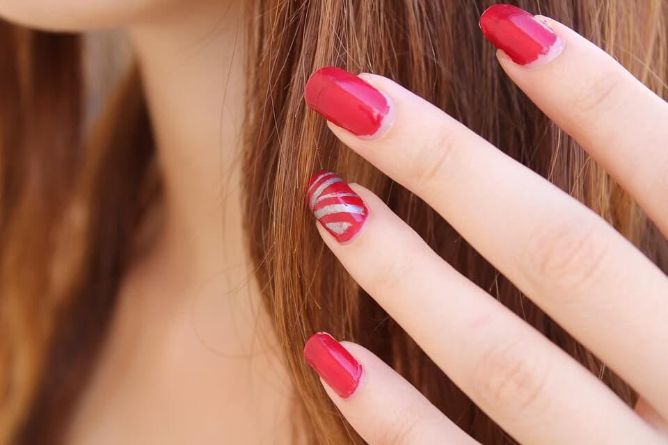 Jak przeciwdziałać łamliwości paznokci?