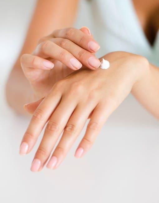 Czy kremy do rąk pomagają naszej skórze?