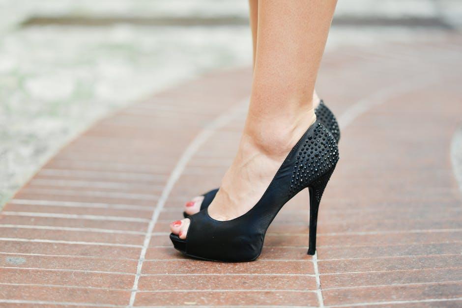 Jak wybrać odpowiednie buty do sukienki?